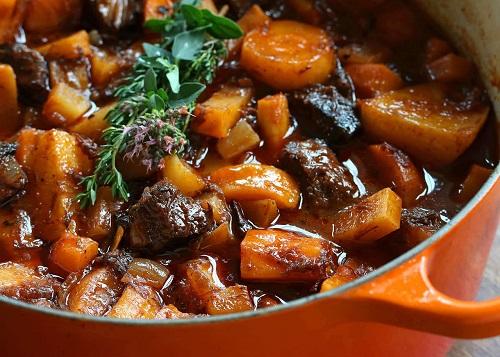 Ragoût de viande et carottes